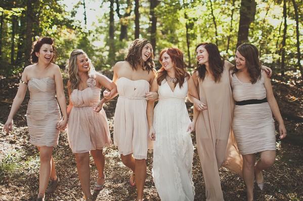 Braut und Trauzeuginnen