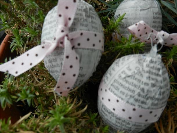 Ostereier aus Zeitungspapier