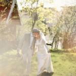 Schwedische Sommer-Hochzeit-Inspiration von 2 Brides Photography