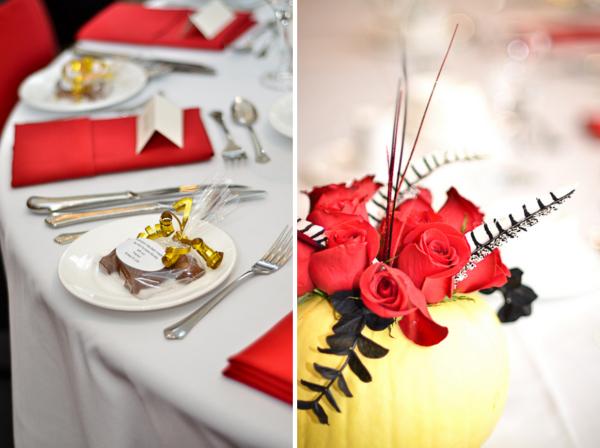 Verrückt nach Hochzeit, Tischdeko, Halloween, Kürbis, rot, gelb, Herbst, Federn