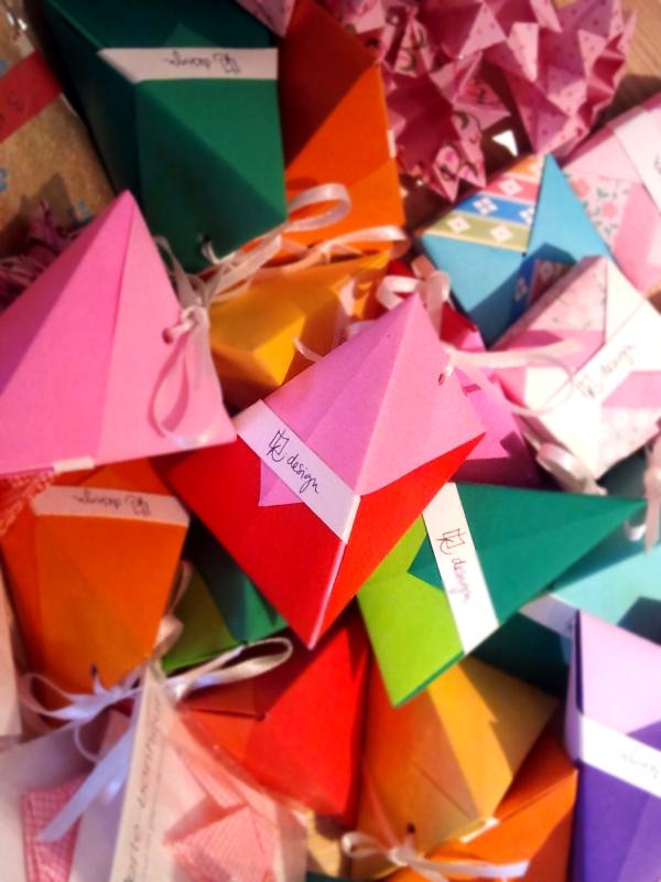 Die beiden Desiner von Kirschblüte veranstalten am 8.12. einen Verpackungsworkshop.