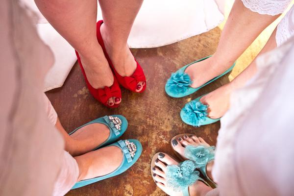 Braut und Trauzeuginnen einer DIY Hochzeit in Südafrika  by iz-photography