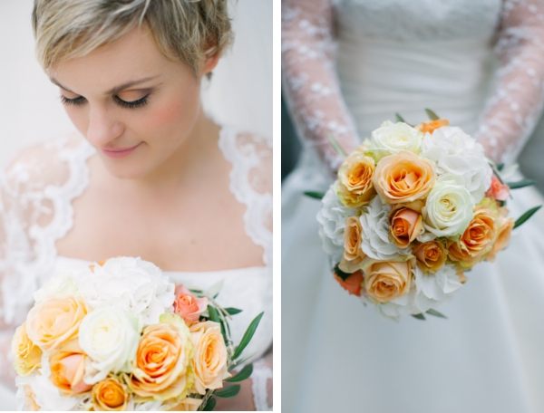 Braut mit Strauss aus apricotfarbenen Rosen, Maritime Hochzeit gestaltet von Irina Thiessen und Katharina Sparwasser