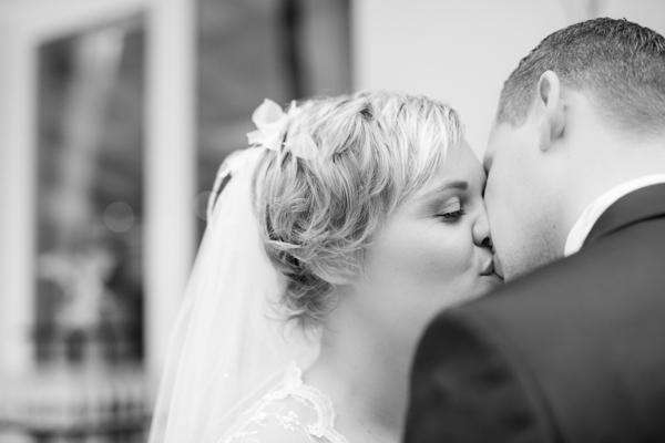 Kuss nach der Trauung, Maritime Hochzeit gestaltet von Irina Thiessen und Katharina Sparwasser