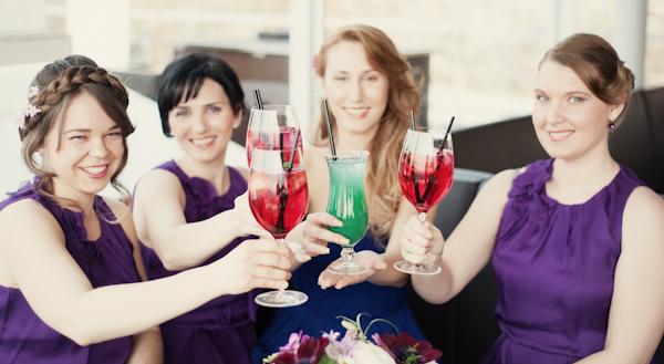 Wellnesstag mit Trauzeuginnen und prinkelnden Getränken
