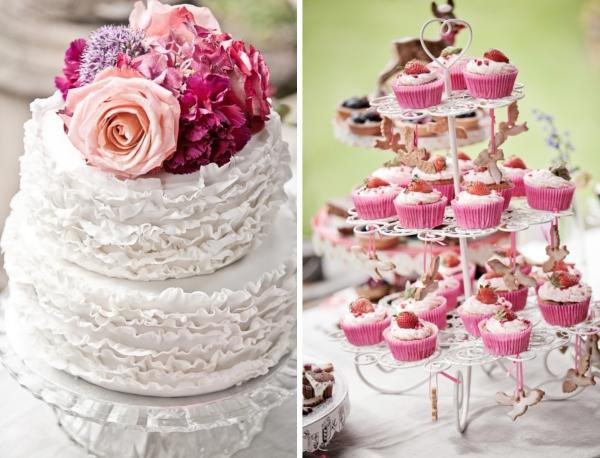 Hochzeitstorte mit Rüschen und Rosendeko, Erdbeer-Cupcakes