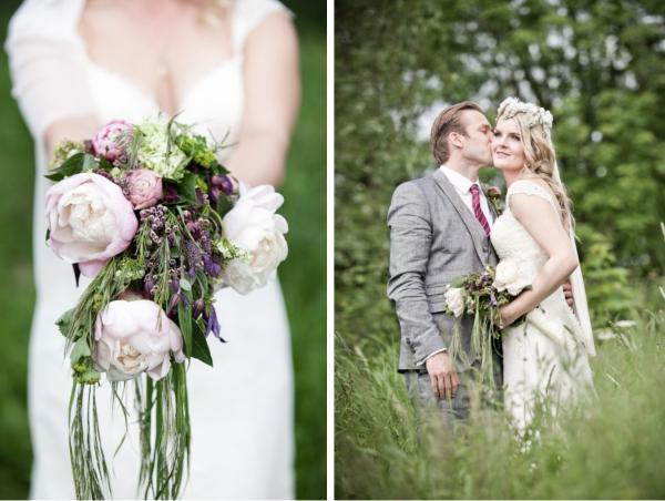 Frieda + Steve Hochzeit in Duesseldorf: mit Brautstrauß im hohen Grass