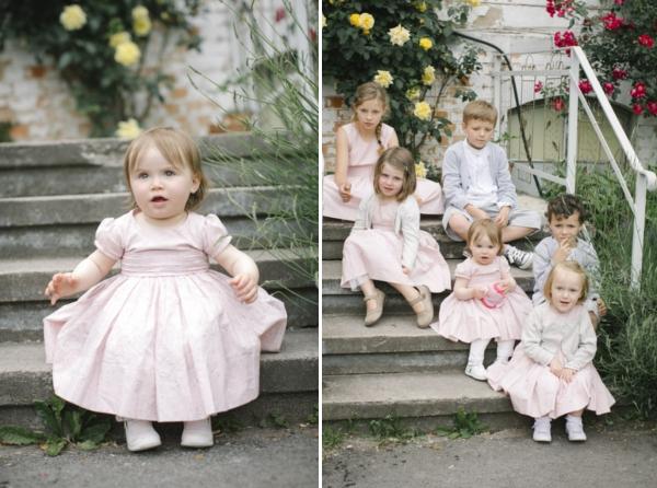 Gartenhochzeit in weiß: Blumenkinder in selbst genähten Kleidchen
