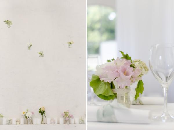 Gartenhochzeit in weiß: Tischdekoration mit Konservendosen als Vasen in der Orangerie in Köln. Foto: Hanna Witte