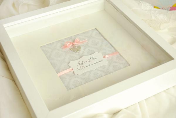 Hochzeitsgeschenk für eine Braut: silberner Schutzengel im weißen Bilderrahmen von amberemotion