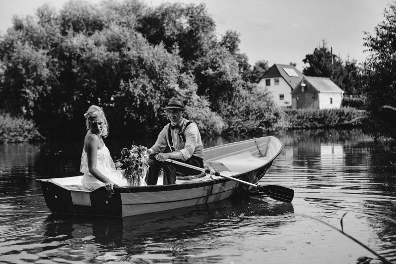 Zeit zu zweit in einem Boot: Hochzeit auf Schloss Wulkow von Frau Glück und Herr Lich
