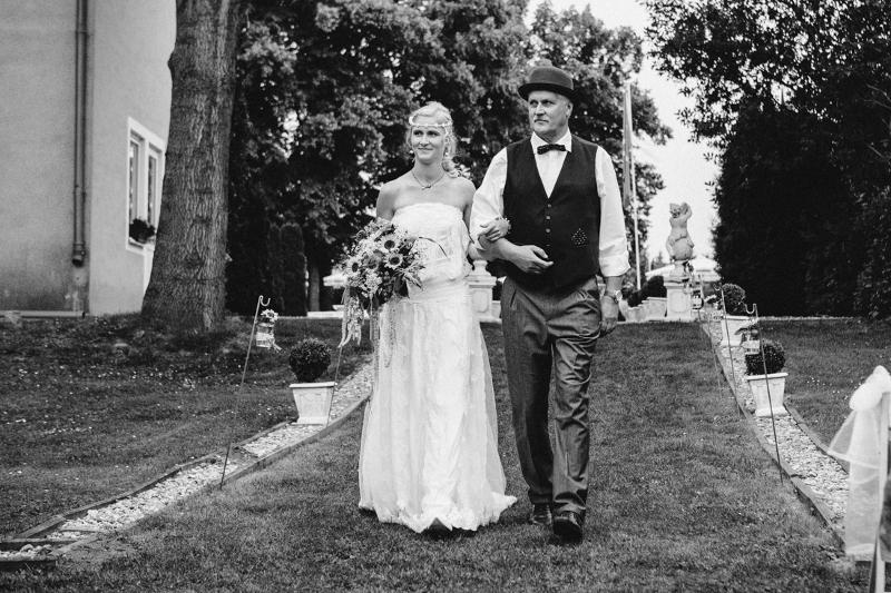 Auf dem Weg zum Altar: Hochzeit auf Schloss Wulkow von Frau Glück und Herr Lich