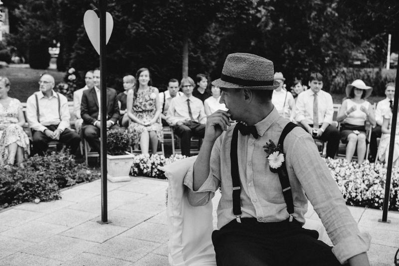 Sein erster Blick auf die Braut: Hochzeit auf Schloss Wulkow von Frau Glück und Herr Lich