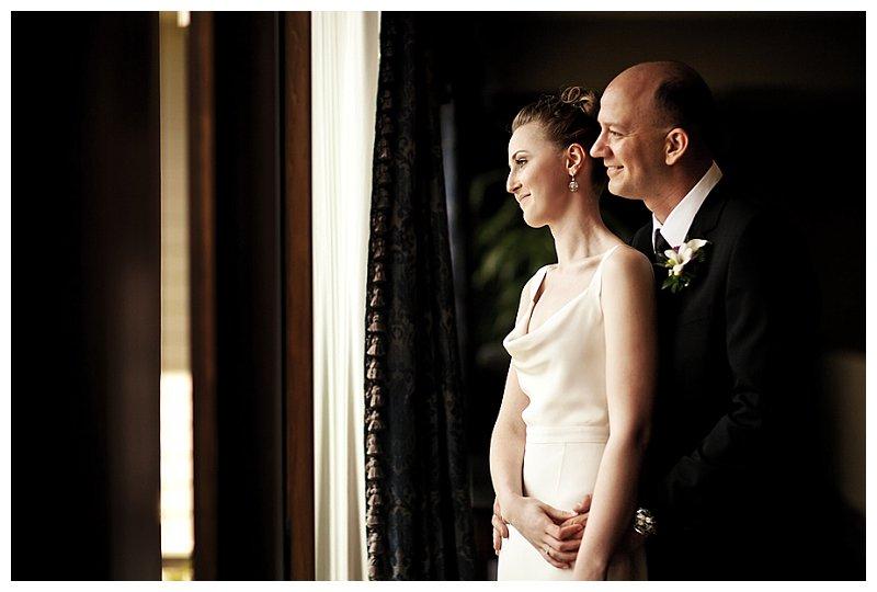 klassische Hochzeit in einer Bibliothek // Foto:  Pepper Nix