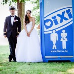 Hochzeits-Spaß mit Dixi – oder warum Selbstironie sexy macht