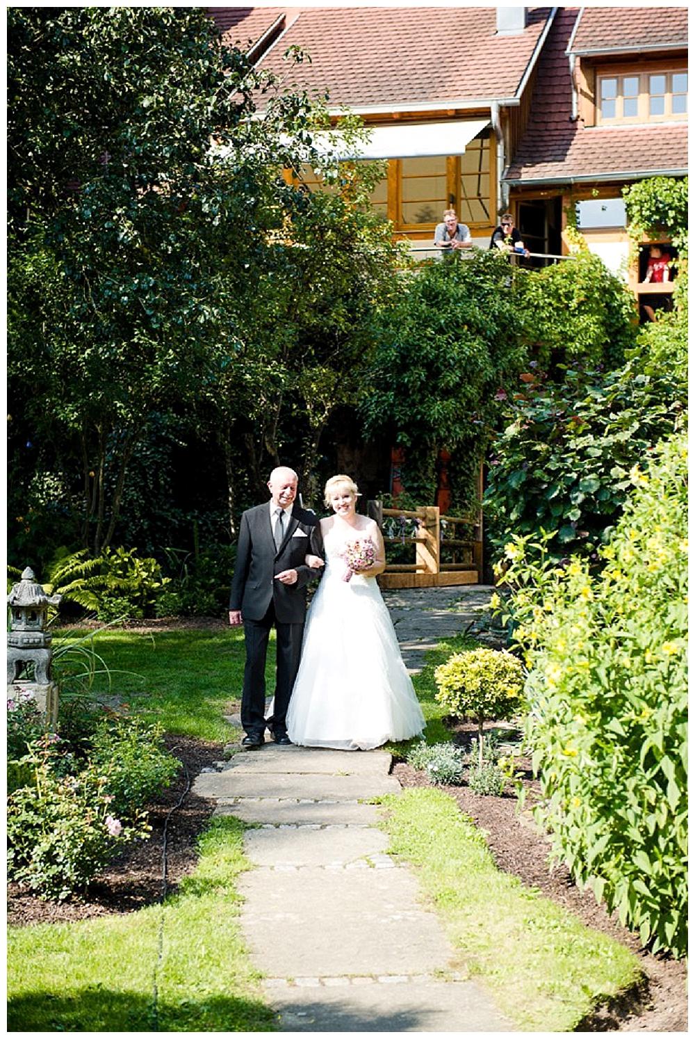 rebeccaconte-649_echte Hochzeit_Vintage_Sommer_rosa_Mühle_Tübingen