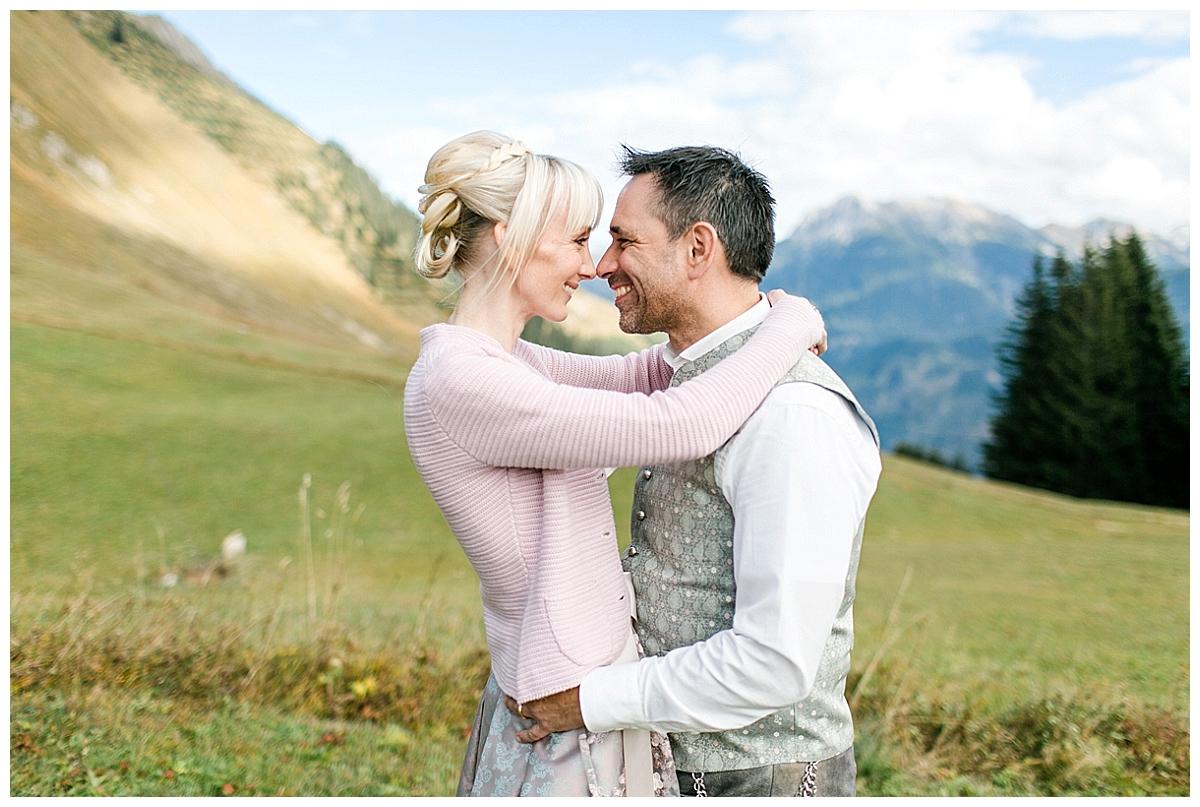 AndreaFichtel_NicoleMarkus-74_echte hochzeit_verrueckt nach hochzeit_in den bergen heiraten_Berghochzeit_Alpenhochzeit_Hüttenhochzeit