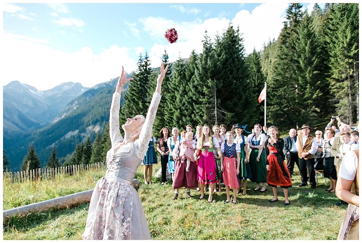AndreaFichtel_NicoleMarkus-98_echte hochzeit_verrueckt nach hochzeit_in den bergen heiraten_Berghochzeit_Alpenhochzeit_Hüttenhochzeit